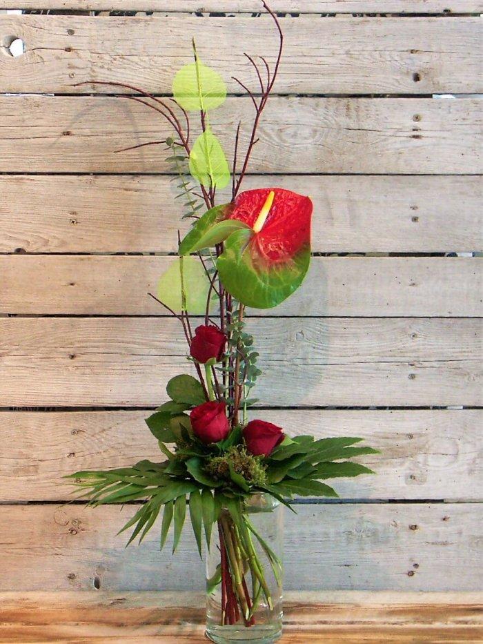 Anthurien mit Rosen in rot