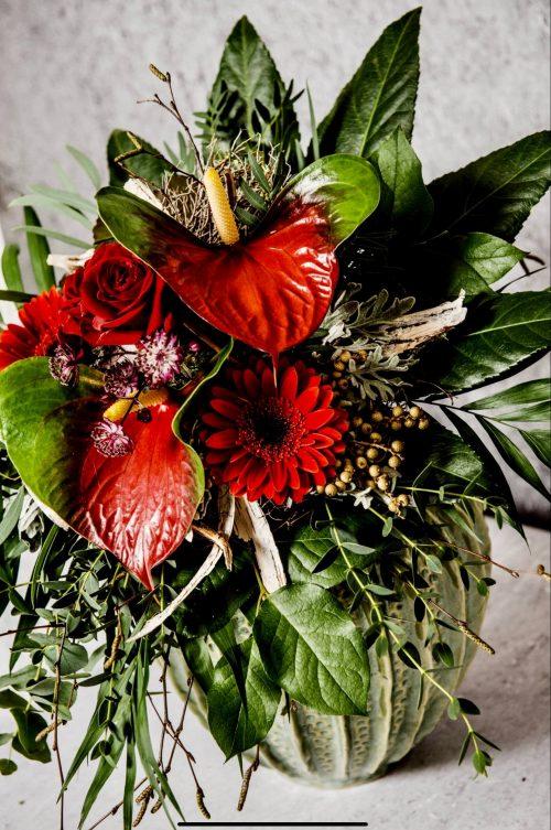 Blumenstrauß mit Anthurien in rot
