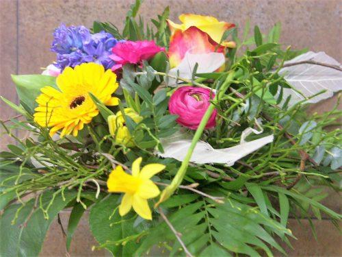 Frühlingsblumen Strauß in bunt