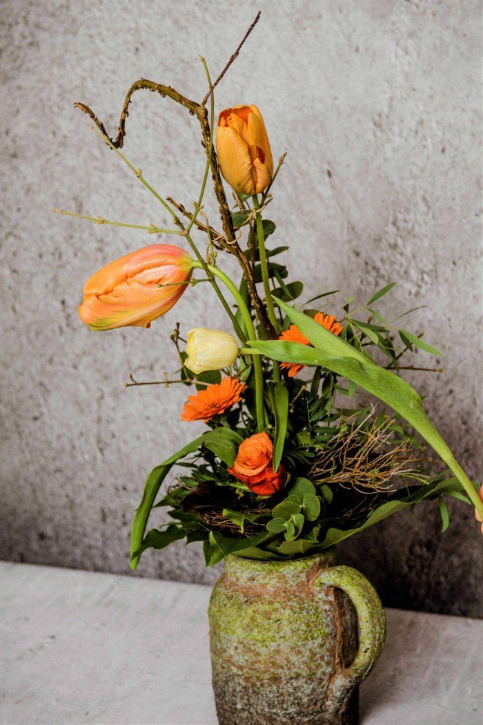 Strauß mit französischen Tulpen in einem Krug