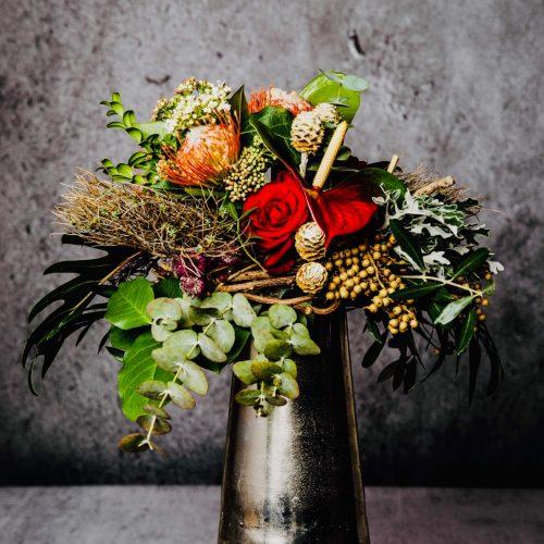Blumenstrauß mit exotische rote Blumen