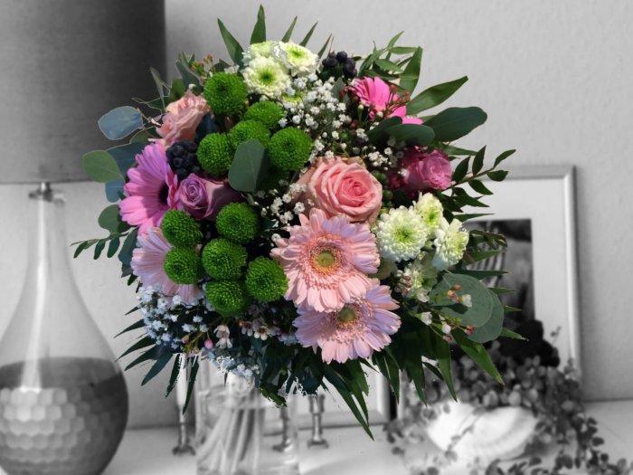 Strauß zart rosa mit Rosen und Gerbera