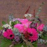 Strauß pink mit Rosen und Gerbera als Minigarten