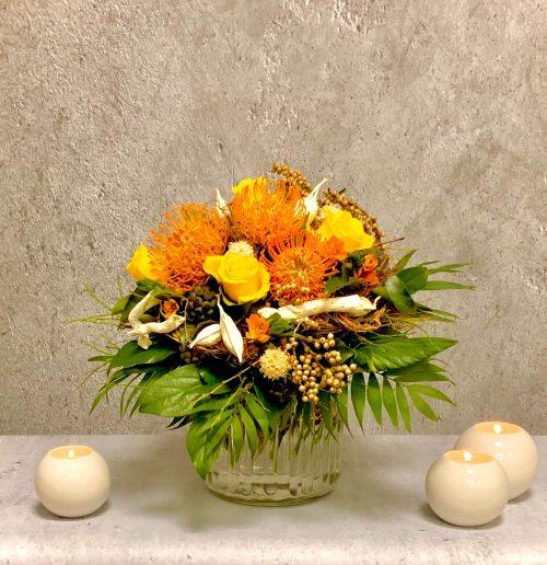 Blumenstrauß mit exotischen Blumen gelb orange
