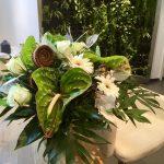 exotischer Strauß mit Anthurien in grün