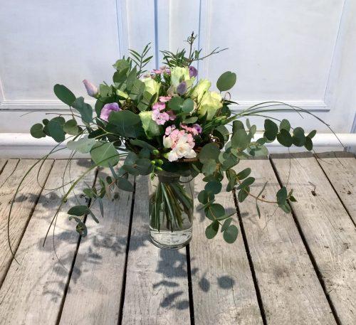 weiße Rosen modern mit Eucalipthus