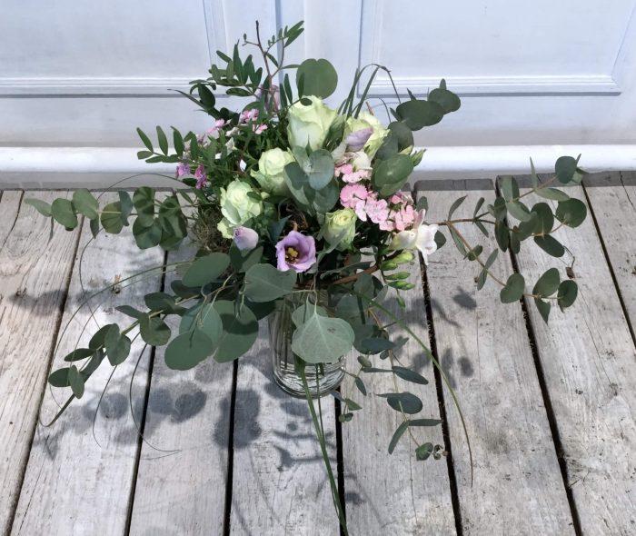 Rosen weiß mit Eucaliptus