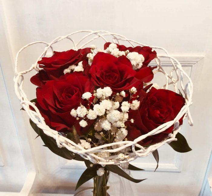 Strauß mit roten Rosen