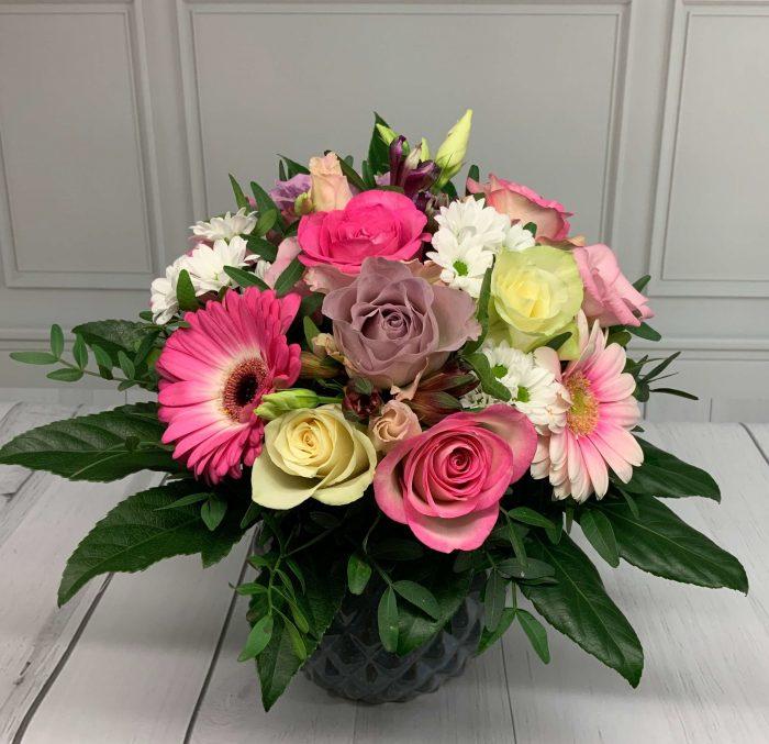 Blumen als Strauß in den Farben flieder, rosa weiß