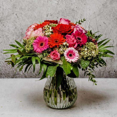 Blumen als Strauß in rot, rosa und pink