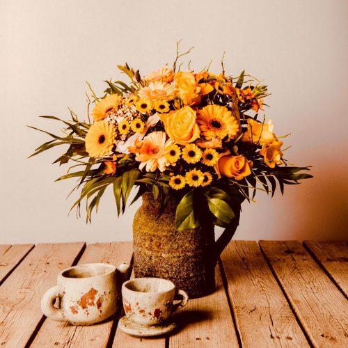 Blumen als Strauß gebunden gelb orange