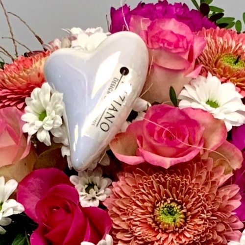 Tiziano Design Herz im Blumenstrauß mit rosa Blumen eingebunden