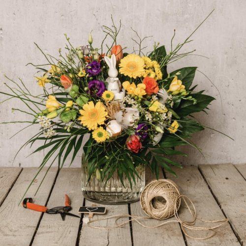 Blumenstrauß mit Osterhasen